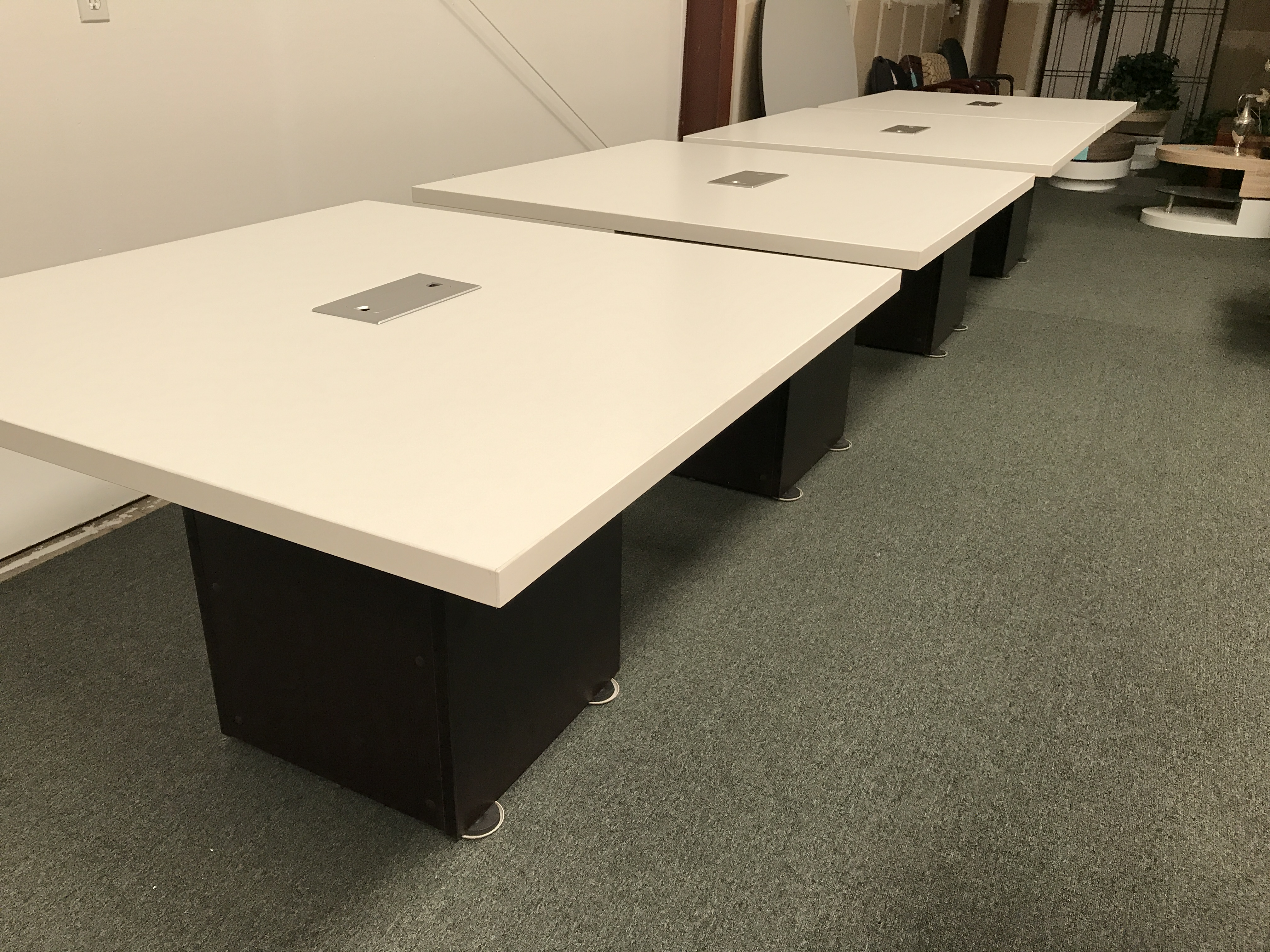 EXPANDABLE CONFERENCE TABLE Golden State Office Furniture - Desk with conference table